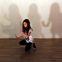 Move In Between<br><small>Regie & Choreographie:<br> Ronni Maciel</small>